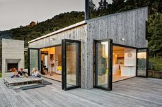 Modern Family Retreat House Inspired by New Zealand's Backcountry Huts 3 Metal Building Homes, Building A House, Building Ideas, Metal Homes, Green Building, Style At Home, Architectural Design Studio, Modern Barn House, Modern Glass House