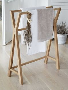 Drying and storing laundry and towels doesn't have to be boring! With our classic wooden towel rail, you can invite peace, calm and beauty into even the most everyday actions. Nordic Furniture, Scandinavian Furniture, Home Design, Interior Design, Home Decor Accessories, Bathroom Accessories, Wooden Towel Rail, Bathroom Ornaments, Wooden Textures