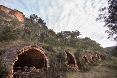 Newnes is an abandoned shale oil site in New South Wales, Australia. These are the old coke ovens. Old Buildings, Abandoned Buildings, Abandoned Homes, Abandoned Places, Travel Oz, Aboriginal History, Game Environment, Haunted Places, Ghost Towns