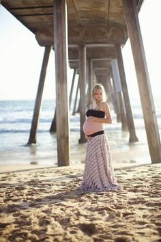 Maternity beach skirt. Pregnancy style for beach vacations.
