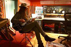 Danielle HAIM - just look at her wear that hat Danielle Haim, Lindsey Buckingham, Music Film, Fleetwood Mac, Cool Stuff, Musicians, Anxiety, Gypsy, Ears