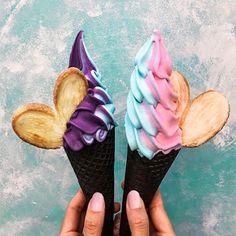 Left or right? With my sweets ✌️ xoM Yummy Ice Cream, Ice Cream Van, Milk Shakes, Colorful Ice Cream, Kawaii Dessert, Tumblr Food, Ice Ice Baby, Smoothies, Soft Serve