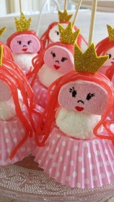 Princess marshmallows for your little princess' birthday party! Snacks Für Party, Party Treats, Princess Birthday, Princess Party, Ben E Holly, Marshmallow Treats, Little Presents, Birthday Treats, Food Humor