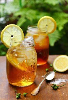 丁寧にいれた紅茶と、新鮮なレモン。疲れた心をリフレッシュしてくれる、すっきりとした美味しさです。