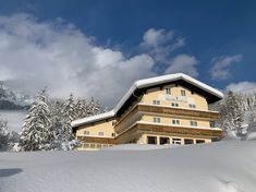 Boutique Hotel in Russbach, Dachstein West. Enjoy your holiday in the mountains with modern rooms in our small hotel in Russbach, Dachstein West. Family Friendly Holidays, Car Station, Ski Holidays, Best Location, Modern Room, Holiday Destinations, Lawn And Garden, Perfect Place, Skiing