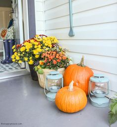 Come on tour this cheery fall front porch and entry hall Fall Home Tour Part 2 at thehappyhousie.com-8