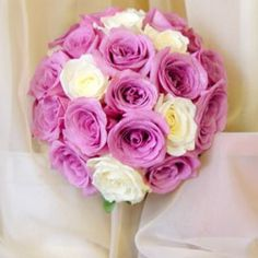 Two tone bridal bouquet with 24 roses. #victoriasfamilyweddings #lasvegaswedding