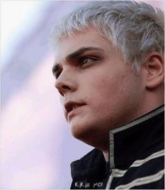 Gee - gerard-way Photo