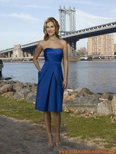 Robe demoiselle d'honneur courte en bleu