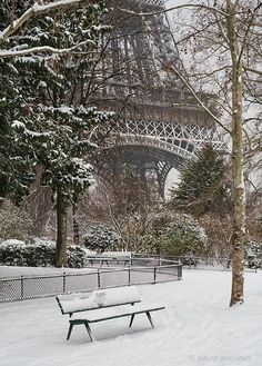 Snow in the park near the Eiffel Tower in Paris, France Oh The Places You'll Go, Places To Travel, Paris France, Beautiful World, Beautiful Places, Beautiful Scenery, Torre Eiffel Paris, Paris Love, Paris Paris