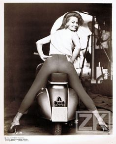 Angie Dickinson Vespa Girl Pin Up Scooter Jessica Italie Negulesco Photo 1961 2…