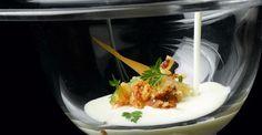 Ajoblanco de coco con chipironcitos en tempura y cebolletas de Alberto Chicote Tapas Recipes, Gourmet Recipes, Appetizer Recipes, Chefs, Tempura, Baked Chips, Dinner With Friends, Hot Soup, Clean Eating Meals