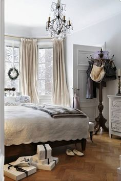 Looks like a bedroom that I would live in.