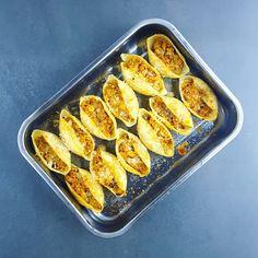 Faire manger des légumes aux enfants, et même un plat végétarien, tout ça dans la joie, c'était l'objectif de cette recette. Mission accomplie à la quasi-unanimité ! Les conchiglioni sont des grosses pâtes en forme de coquillage que l'on peut farcir... donc quand on annonce un... #pates #veggie