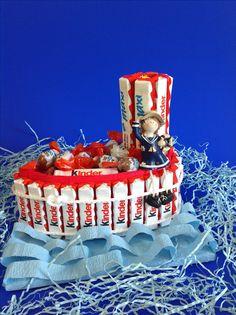 Подарок на день рождения из киндер-сюрприз.  Кораблик из конфет.