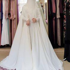 Muslimah Wedding Dress, Wedding Hijab, Wedding Gowns, Abaya Fashion, Fashion Outfits, Womens Fashion, Dream Dress, Bridal Dresses, Niqab