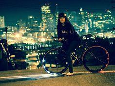 安全かつ美しい!光る自転車ホイール : Revolights Wheels
