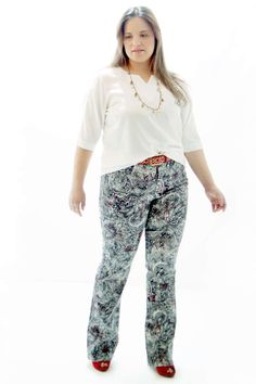 Túnica Acetinada Decote Pesponto Branco Blusa Plus Size em tecido acetinado Decote fosco com pesponto Mangas 3/4 com faixa com pesponto #tunicaplussize #plussize #modaplussize #modaplussizebrasil #mulherplussize #mulheresplussize #tamanhogrande #vickttoriavick #modaplussizebr #plussizebrasil #plussizefashion #modagg #moda #fashion #feitonobrasil #plussizes #plussizebr #gordinhasdobrasil #modafemininaplussize #somosplussize #lojaplussize #lojafeminina #mulheresreais