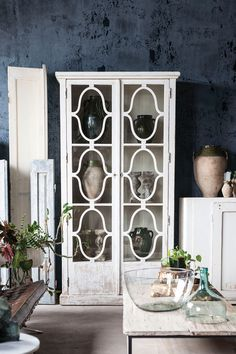 Bella 2 Door Hutch,