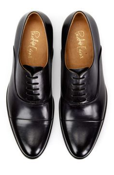 Are you trying to upgrade your shoe wardrobe?  Here are the first 5 dress shoes styles you should consider purchasing.