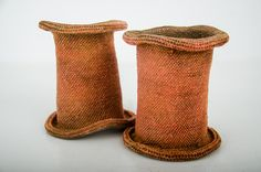 Tribe:Karajá An original and used pair of arm clamps which are worthymuseum artefacts.Made from cotton dyed with urucum pigment, these objects are tradition