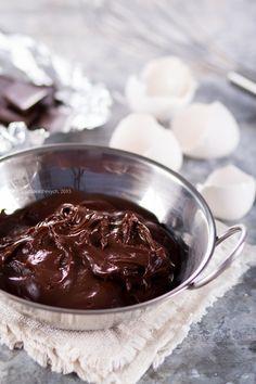 Выполняя обещание, публикую крем кондитерский шоколадный по рецепту Пьера Эрме, который использую для шоколадных эклеров. Кроме эклеров, этим кремом можно…