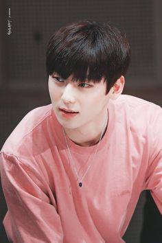 Hwang Minhyun is one of the members of Wanna One. His ex group is Nu'est. After attending to 'Produce 101 Season becames famous and able to become one of the members in Wanna One. Jinyoung, Minhyuk, Busan, K Pop, Writing Lyrics, Nu Est Minhyun, Choi Hansol, All Meme, Ong Seongwoo