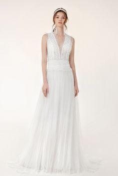 Riley - BRIDAL - Chic Nostalgia - Bohemian and Romantic Wedding Dresses Designer Wedding Gowns, Wedding Dress Styles, Stylish Dresses, Fashion Dresses, Formal Dresses, Bohemian Bride, Bridal Collection, Bridal Gowns, Nostalgia