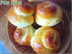 pain spiral en forme d'escargot Samar, Mets, Bread Rolls, Dough Recipe, Croissants, Bread Baking, Doughnut, Spiral, Biscuits