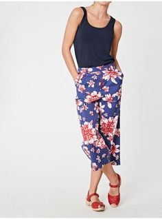 Our vibrant Kiku floral culottes are a must have this summer. They are sustainably made from a soft Tencel™ and organic cotton blend and feature welt pockets, front pleats and our signature easy fit waistband for ease and comfort. Eco Clothing, Made Clothing, Ethical Fashion Brands, Plain Tees, Fashion Articles, Sustainable Fashion, Sustainable Style, Organic Cotton, Autumn Fashion