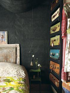 black walls and a set of shelves full of vintage suitcases, so cool! Bedroom Storage, Bedroom Decor, Suitcase Storage, Modern Vintage Fashion, Vintage Style, Vintage Decor, Rustic Decor, Interior And Exterior, Interior Design