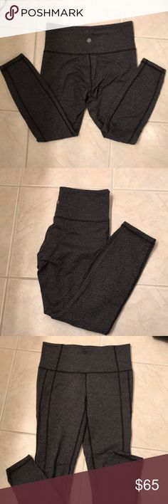 Athleta 7/8 Leggings Patterned Athleta Leggings, 7/8th length. EUC barely worn, when washed I hung them to dry. Athleta Pants Leggings