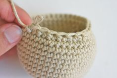There are two different methods for single crochet decrease, but for amigurumi the invisible decrease is my absolute favourite. Amigurumi Tutorial, Amigurumi Patterns, Crochet Patterns, Crochet Tutorials, Invisible Decrease Crochet, Single Crochet Decrease, Crochet Ball, Knit Crochet, Tatting
