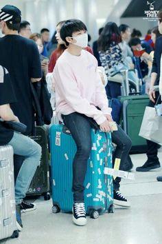 160401 Woohyun at Incheon Airport