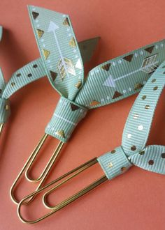Mint Gold Dot Arrow Ribbon Paper Clip Bookmark for books, bills, and planners by TheCoastalCousins o Paperclip Crafts, Paperclip Bookmarks, Bookmarks For Books, Paper Bookmarks, Ribbon Bookmarks, Corner Bookmarks, Cheap Gifts, Diy Gifts, Handmade Gifts