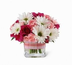 bouquet de margaritas, rosas y peonías.