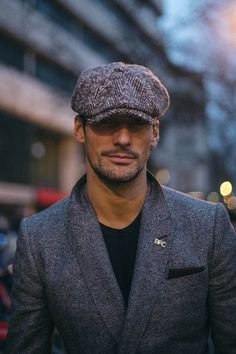 Annabel Lake brings us a selection of the best looks photographed in the streets of London during London Collections Men, in exclusive for Fucking Young! Dapper Gentleman, Gentleman Style, David Gandy Style, Flat Cap, Best Mens Fashion, Well Dressed Men, Fashion Images, Beard Styles, Perfect Man