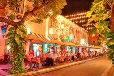 Espanola Way - The perfect foodie spot in Miami #bebespringfling