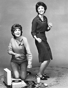 Laverne & Shirley dig out their 45s