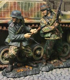 World War II German Army CS00299 10th SS Assault Team - Made by The Collectors Showcase Military Miniatures and Models. Factory made, hand assembled, painted and boxed in a padded decorative box. Excellent gift for the enthusiast.