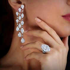 A remarkable cascade of diamonds to enhance the most enchanting evening. #WilliamGoldberg