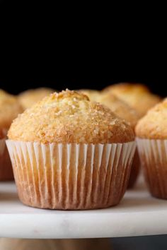 This basic muffin recipe is simple yet soft and buttery. The simple muffin base is easy to make and it can be flavored with a variety of mix-ins. Baking Recipes, Cookie Recipes, Cupcake Recipes, Vanille Muffins, Simple Muffin Recipe, Basic Muffin Recipes, Donuts, Homemade Muffins, Lemon Poppyseed Muffins