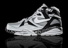 Raiders x Nike Air Trainer Max 91 'Bo Knows' Pack - EU Kicks: Sneaker Magazine Bo Jackson Sneakers, Bo Jackson Shoes, Retro Sneakers, Sneakers Nike, Air Jordan, Exclusive Shoes, Kicks Shoes, Nike Shoes Outlet, Sneaker Boots
