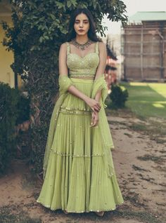 Indian Gowns Dresses, Indian Fashion Dresses, Indian Designer Outfits, Indian Designers, Designer Dresses, Mehendi Outfits, Indian Bridal Outfits, Sangeet Outfit, Fashion Weeks