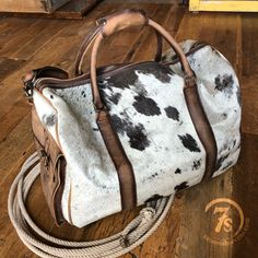 Leather Bags Handmade, Little Bag, Cute Bags, Distressed Leather, Western Wear, Country Shirts, Just In Case, Purses And Bags, Purses