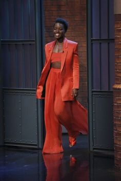 Lupita Nyong'o on Late Night with Seth Meyers : Lupita effortlessly nailed this red Balmain outfit with matching Oscar de la Renta shoes. Her hair and makeup was on point. Love this look to bits! Look Fashion, Fashion Outfits, Fashion Tips, Fashion Trends, Feminine Fashion, Ladies Fashion, Womens Fashion, Fashion Beauty, Looks Chic