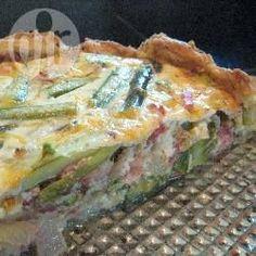 Foto recept: Hartige taart met asperges, spek en ui