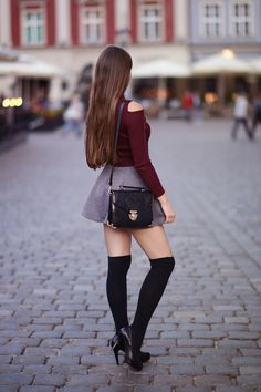 The Cute Fall Outfits Ideas for School Teens are versatile by all means. They not just make teenagers look cute and innocent, they also make adult women Rock Outfits, Cute Fall Outfits, Sexy Outfits, Fashion Outfits, Mini Skirt Outfits, Cute Skirts, Cute Dresses, Short Skirts, Pull Bordeaux