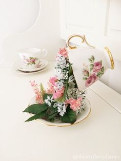 The dainty dress diaries: Floating tea cup tutorial.
