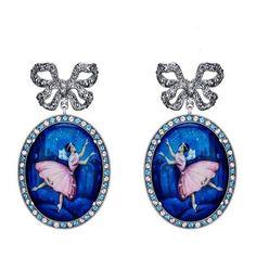 Pearl Jewelry, Gold Jewelry, Jewelry Accessories, Vintage Jewelry, Chandelier Earrings, Dangle Earrings, Jewellery Earrings, Family Jewels, Tiny Dancer